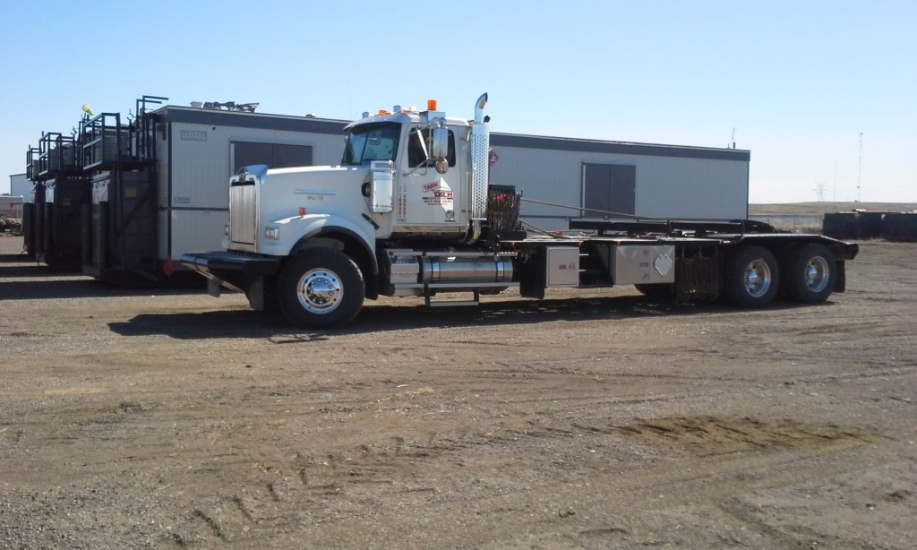 WesternStar Tandem Texas Bed with Office Shacks 2